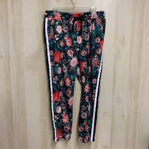 ✨3 for 20✨Project Runway Floral Joggers Size L